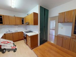 EXKLUZÍVNE IBA U NÁS. Ponúkame na predaj rozmerný 90 m2, 3 izbový byt v Trenčíne, Zlatovce, Staničná