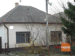 Exkluzívne Vám ponúkame  na predaj stavebný pozemok  so starším domom v  obci Palárikovo