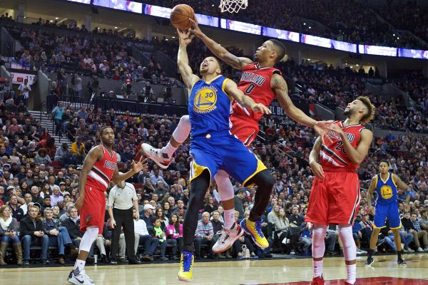 Video: NBA: Golden State vyhral v Portlande, Green opäť s triple-double
