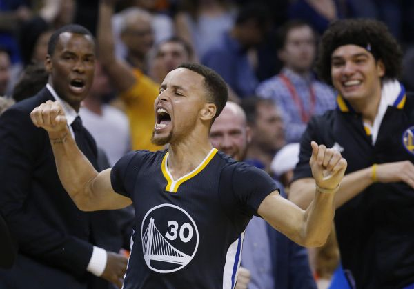 Video: NBA: Golden State v play off, Curry láme rekordy