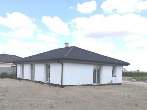 PRED DOKONČENÍM: 4 izb. tehlový RD - bungalov, ÚP 104 m2, pozemok 555 m2